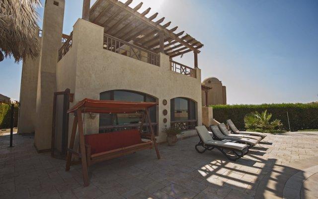 Отель Beachfront El Gouna Villa with Pool - Sabina Y144 вид на фасад