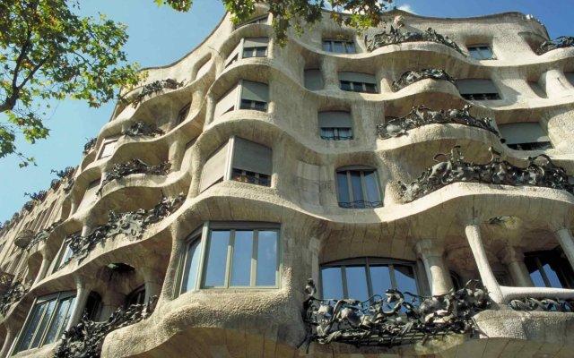 Отель Ibis Cornella вид на фасад