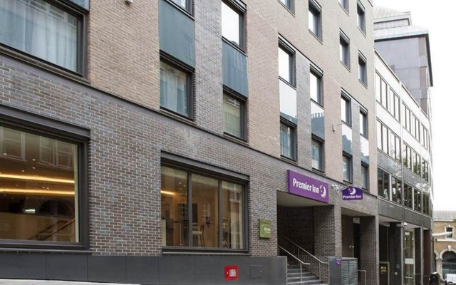 Отель Premier Inn London Bank - Tower вид на фасад