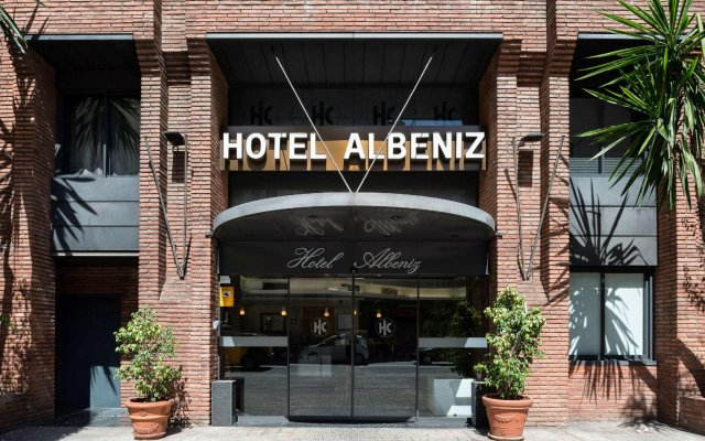 Отель Catalonia Albeniz Барселона вид на фасад