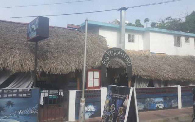 Отель Luz de Luna Hotel & Spanish Restaurant Доминикана, Бока Чика - отзывы, цены и фото номеров - забронировать отель Luz de Luna Hotel & Spanish Restaurant онлайн вид на фасад