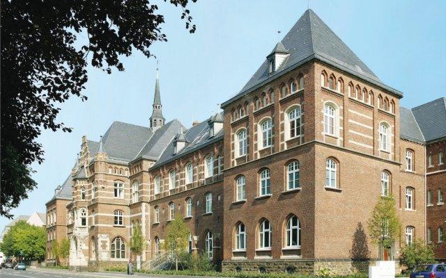 Отель Collegium Leoninum вид на фасад