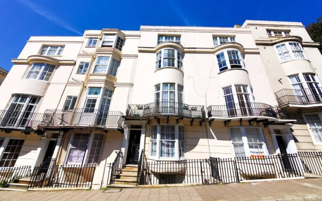 Отель Quiet Flat for 4 With Sea View in Central Brighton вид на фасад