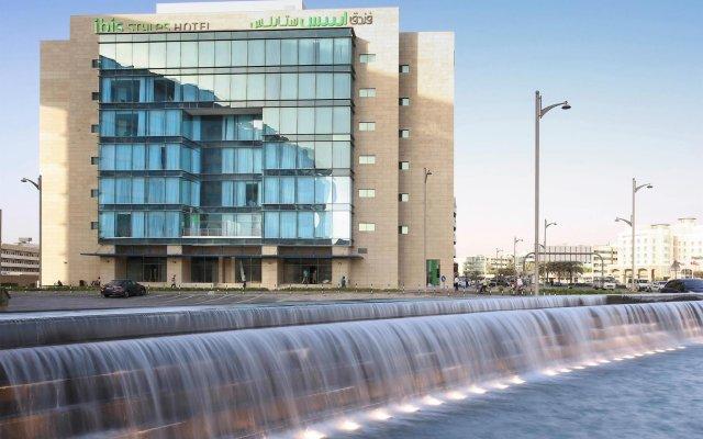 Отель ibis Styles Dubai Jumeira вид на фасад