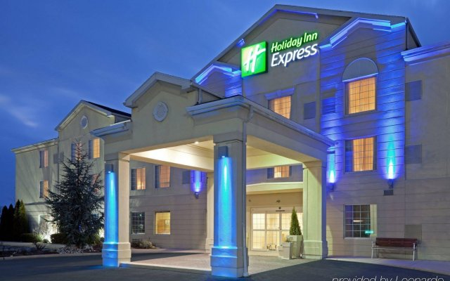 Holiday Inn Express Hotel & Suites Reading вид на фасад