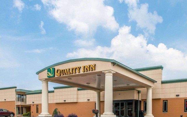 Отель Quality Inn Huntingburg вид на фасад