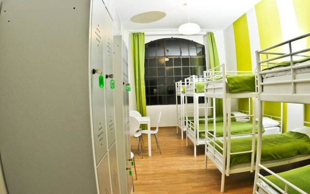 Big City Hostel Вроцлав вид на фасад
