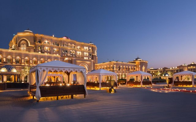 Отель Emirates Palace Abu Dhabi вид на фасад
