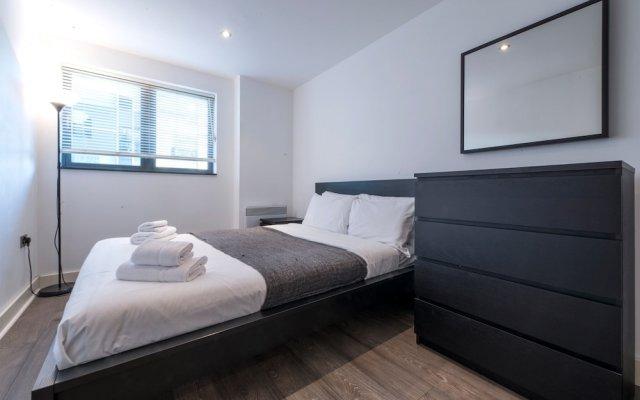 Апартаменты Spacious 2 Bedroom Apartment in Manchester City Centre комната для гостей