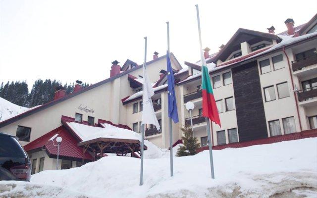 Отель Laplandia Пампорово вид на фасад