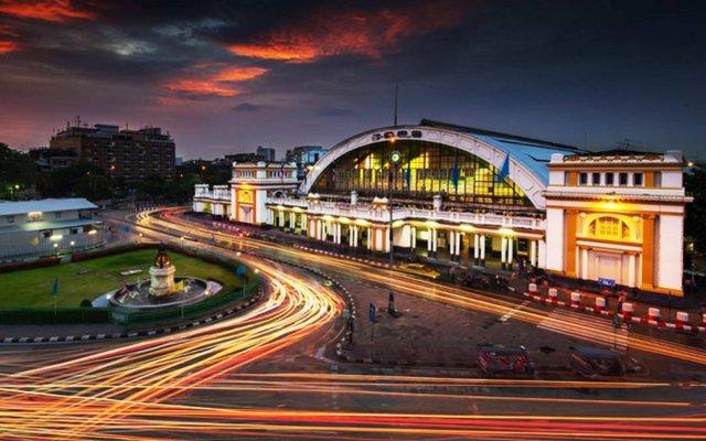 Отель @Hua Lamphong вид на фасад