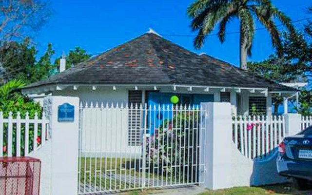 Отель Villa Island Breeze вид на фасад