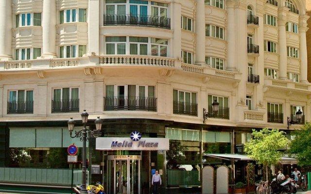 Отель Melia Plaza Valencia вид на фасад