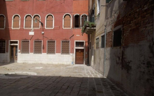 Отель Sweet Venice вид на фасад