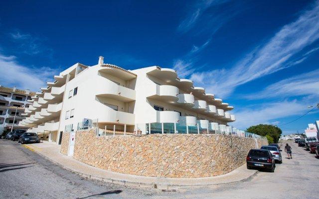 Отель AlvorMar Apts Португалия, Портимао - отзывы, цены и фото номеров - забронировать отель AlvorMar Apts онлайн вид на фасад