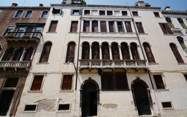 Отель Ve.N.I.Ce Cera Palazzo Grimani Венеция вид на фасад