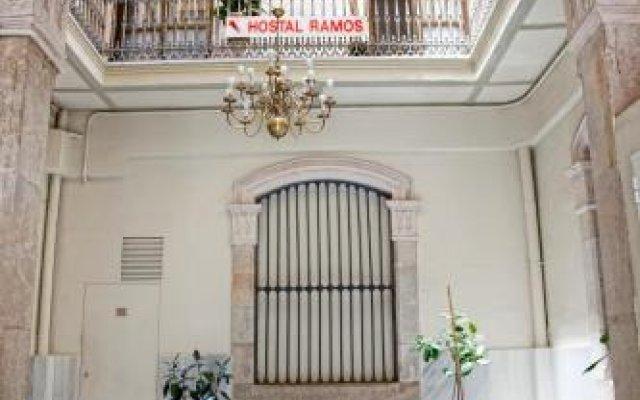 Отель Hostal Ramos Барселона вид на фасад