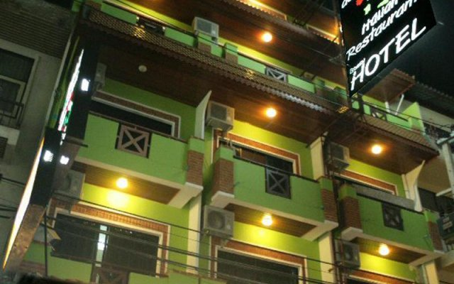 Max Hotel вид на фасад