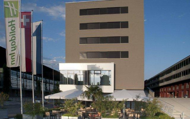 Отель Holiday Inn Zurich - Messe вид на фасад