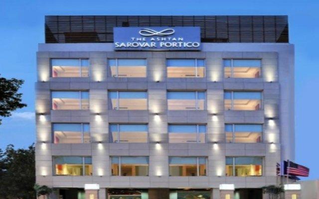 Отель The Ashtan Sarovar Portico Индия, Нью-Дели - отзывы, цены и фото номеров - забронировать отель The Ashtan Sarovar Portico онлайн вид на фасад