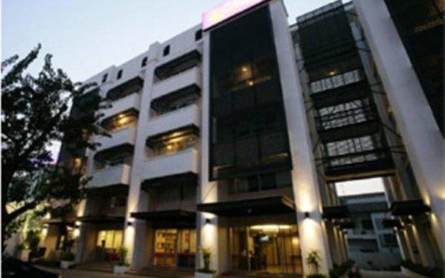 Отель Chitra Suite Spa Бангкок вид на фасад