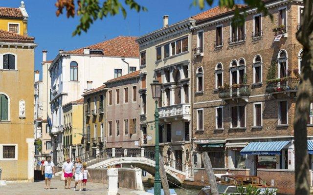 Отель Palazzo Guardi Италия, Венеция - 2 отзыва об отеле, цены и фото номеров - забронировать отель Palazzo Guardi онлайн вид на фасад