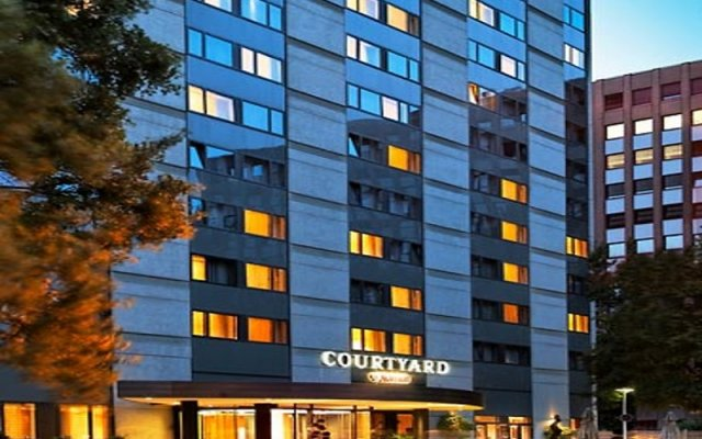 Отель Courtyard by Marriott Düsseldorf Seestern вид на фасад