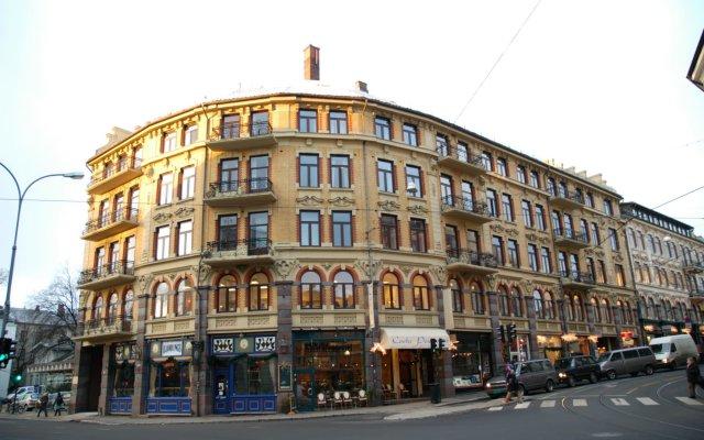 Отель Cochs Pensjonat вид на фасад