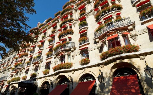 Hotel Plaza Athenee вид на фасад