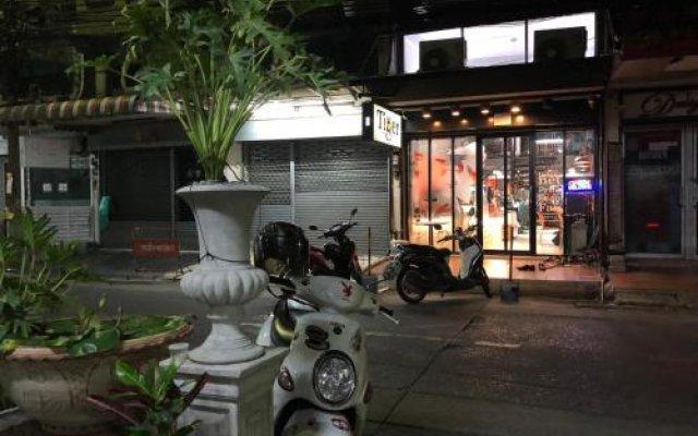 Отель Midsummer Night Hostel Таиланд, Бангкок - отзывы, цены и фото номеров - забронировать отель Midsummer Night Hostel онлайн вид на фасад