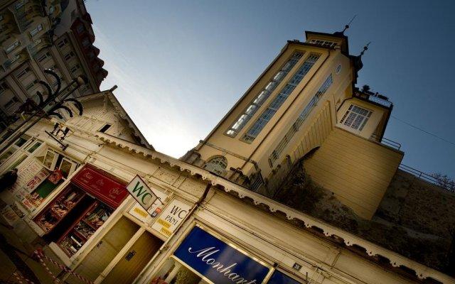 Отель Pension Amadeus вид на фасад