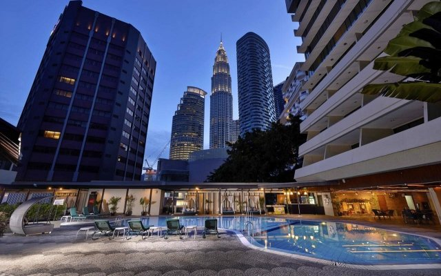 Отель Corus Hotel Kuala Lumpur Малайзия, Куала-Лумпур - 1 отзыв об отеле, цены и фото номеров - забронировать отель Corus Hotel Kuala Lumpur онлайн вид на фасад