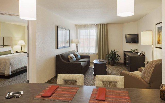 Отель Candlewood Suites Bay City комната для гостей