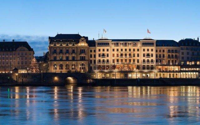 Grand Hotel Les Trois Rois вид на фасад