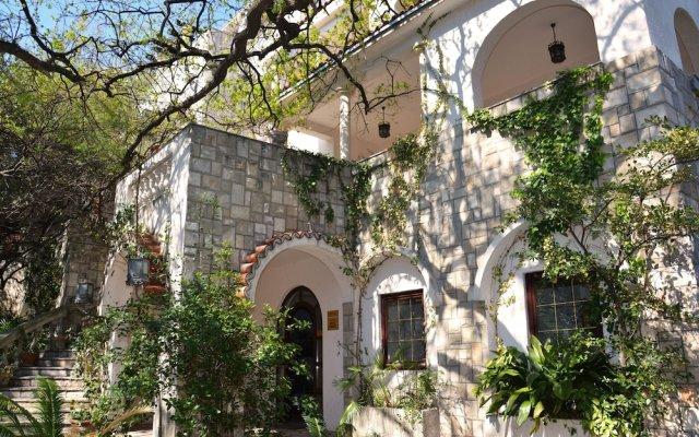 Hotel Dubrava Будва вид на фасад