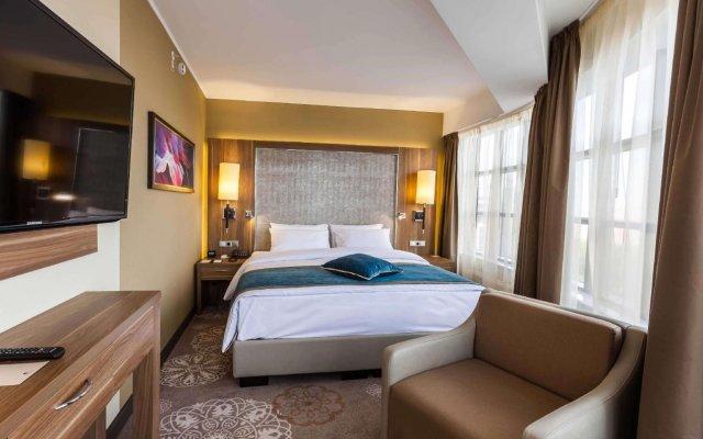 Гостиница DoubleTree by Hilton Tyumen в Тюмени - забронировать гостиницу DoubleTree by Hilton Tyumen, цены и фото номеров Тюмень