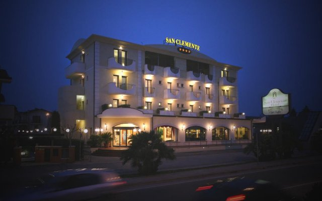 Отель San Clemente Римини вид на фасад