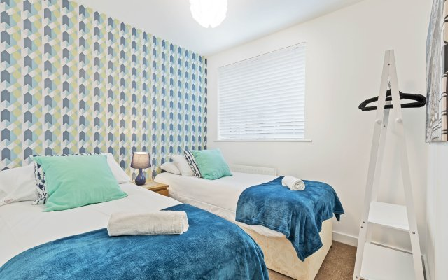 Central Big House - Free Late Check Out - Sleeps 18 - 4 Bedrooms