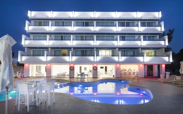 Hotel Apartamentos Marina Playa - Adults Only вид на фасад