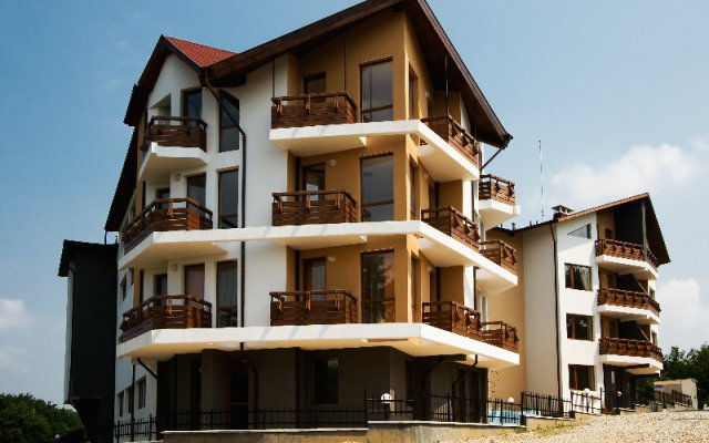 Gabrovo Hills Hotel Боженци вид на фасад