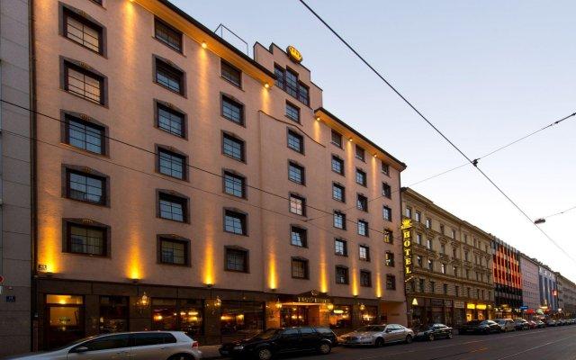 Kings Hotel First Class вид на фасад
