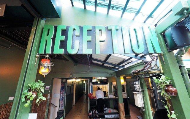 Отель Green House Bangkok Таиланд, Бангкок - 1 отзыв об отеле, цены и фото номеров - забронировать отель Green House Bangkok онлайн вид на фасад