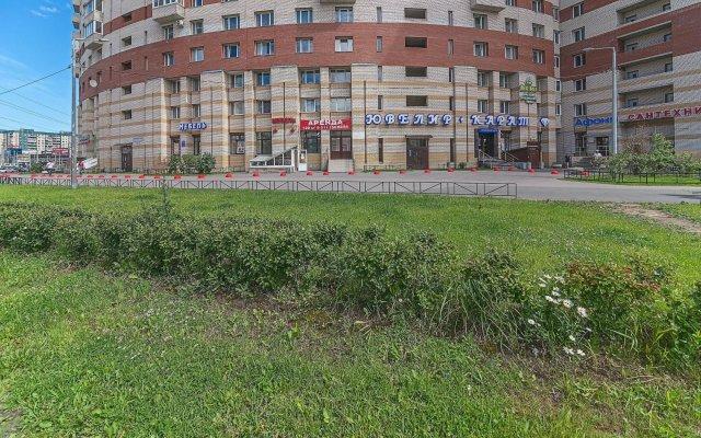 Отель FlatHome24 metro Komendanskiy prospect Санкт-Петербург вид на фасад