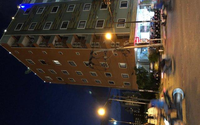 Отель VITS Patong Dynasty вид на фасад