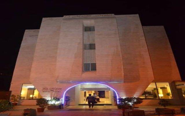 Отель La Maison Hotel Иордания, Вади-Муса - отзывы, цены и фото номеров - забронировать отель La Maison Hotel онлайн вид на фасад