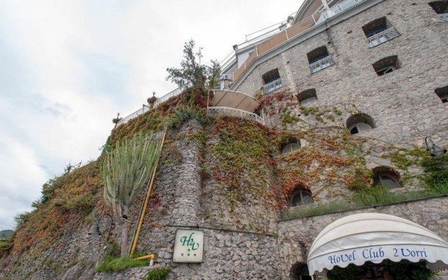 Отель Club Due Torri Италия, Майори - 3 отзыва об отеле, цены и фото номеров - забронировать отель Club Due Torri онлайн вид на фасад