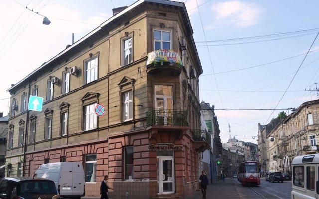 Wanted Hostel вид на фасад