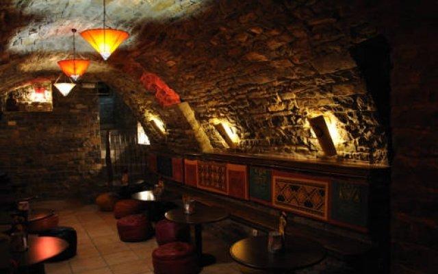 Отель Albergue Mora de Nuei гостиничный бар