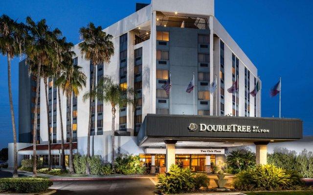 Отель DoubleTree by Hilton Carson вид на фасад