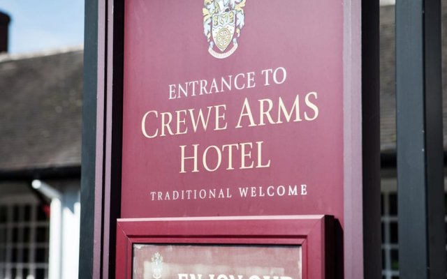 The Crewe Arms Hotel вид на фасад